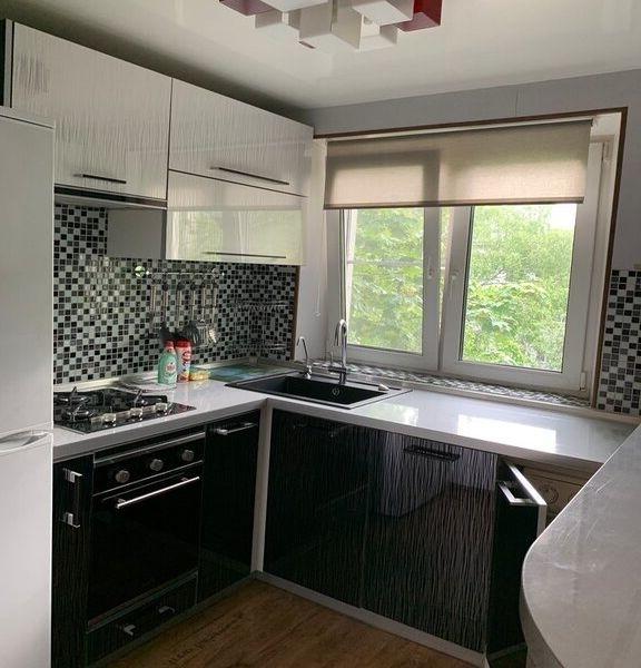 Впервые сдатся уютная двухкомнатная квартира с хорошим ремонтом.